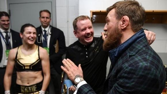 Страхотно уважение от Конър Макгрегър към шампионка по бокс (видео)