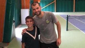 Григор Димитров е отново на корта, тренира с Андре Агаси
