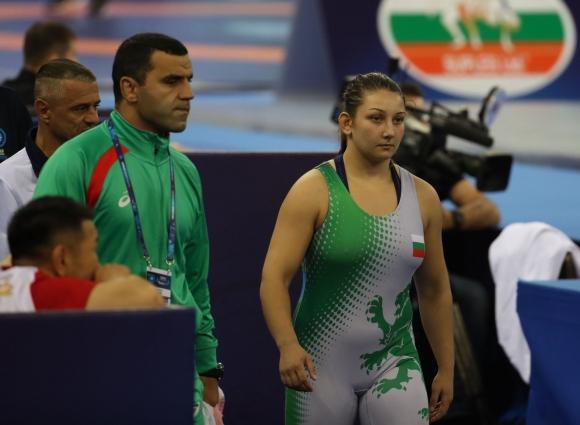 Бобева загуби на четвъртфинал, но може да бъде изтеглена на репешаж на СП по борба