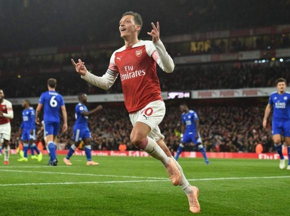 Арсенал и Йозил най-сетне отново вълнуват