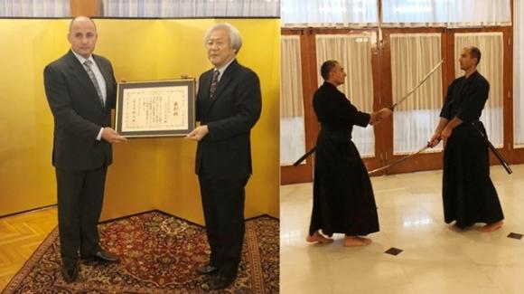 Самурайски мечове в японското посолство