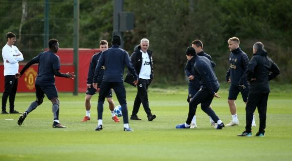 Няма стратегия при трансферите на Юнайтед, смята Гари Невил
