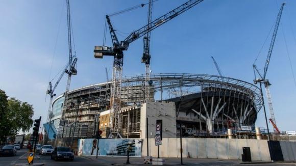 Новият стадион на Тотнъм няма да е готов до края на годината