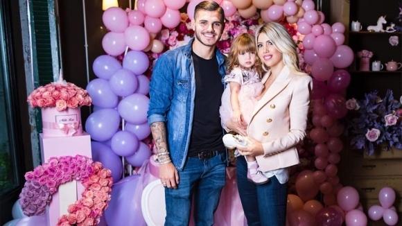 Звезда на Интер подари пони на дъщеря си