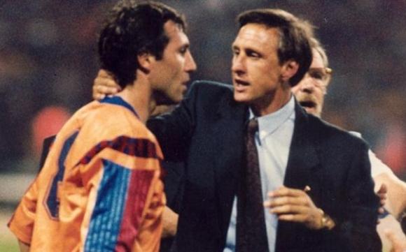 Стоичков разкри как Йохан Кройф го е направил Камата на Барселона