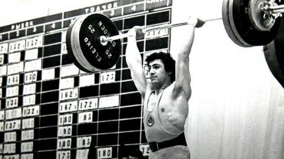Почина олимпийски и седемкратен световен шампион по вдигане на тежести