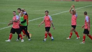 Фенклубът на Хасково със сигнал до Sportal.bg: Бабаити в Марково ни скачаха пред децата, охраната стои и гледа