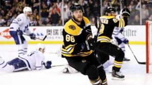 Пастърнак с хеттрик, Бостън разби Торонто