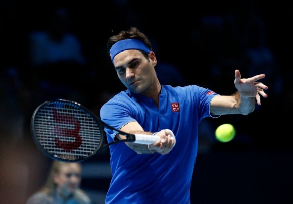 Федерер запази шансове за полуфинал