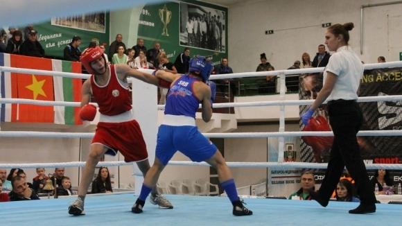 Боксьорките започнаха с победа на световното в Индия