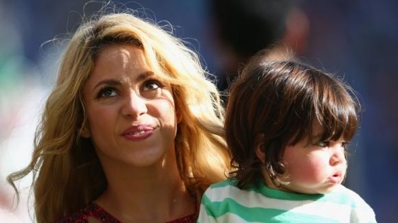 Шакира е луда по футбола (видео)