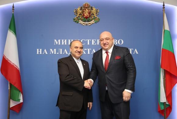 Красен Кралев и министърът на спорта и младежта на Иран подписаха...