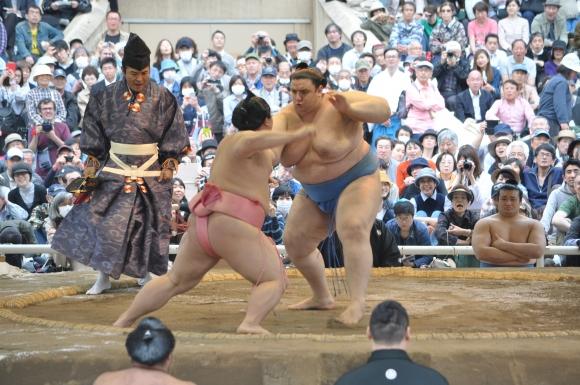 Аоияма спечели девета поредна схватка във Фукуока