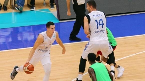 Йордан Минчев с 4 точки при загуба на Истанбул ББ в турнира за Купата на ФИБА-Европа