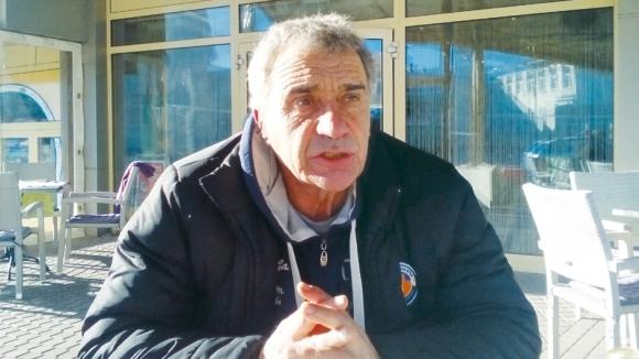 Директорът на ДЮШ на Етър: Парите за школата потъват, децата нямат екипи и тренират по селата