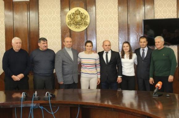 Русе награди шампионките Биляна Дудова и Тайбе Юсеин