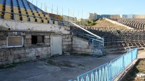 """Вижте трагичното състояние на стадион """"Панайот Волов"""" (видео+снимки)"""