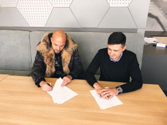 Николай Михайлов подписа с Левски