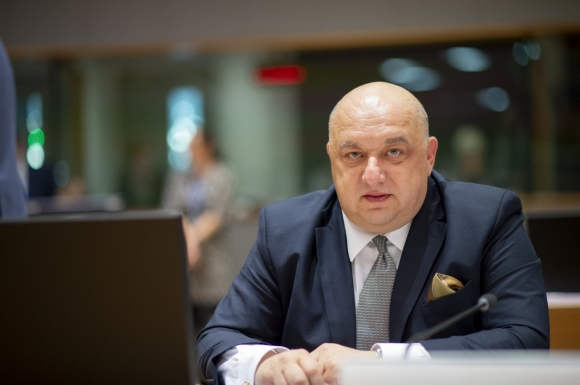 Кралев: Обновяваме спортни зали в цялата страна, там се коват успехите на българския спорт