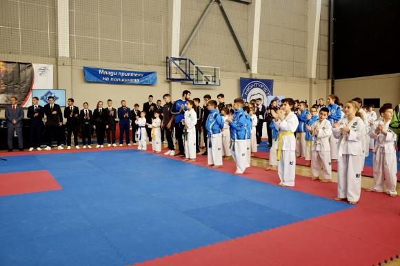 Коледен турнир по таекуондо събра в София около 400 състезатели от четири страни