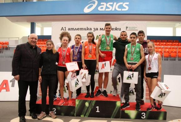 """Министър Кралев награди победителите във веригата """"А1 атлетика за младежи"""""""