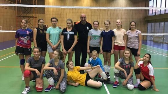 Българин тренира наследнички на руски волейболни знаменитости в Белогорие
