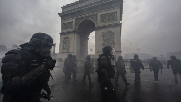 Отложиха Пари Сен Жермен - Монпелие заради масовите протести