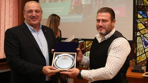 Зам.-министър Андонов награди най-активните училища в Европейски ден на спорта в училище