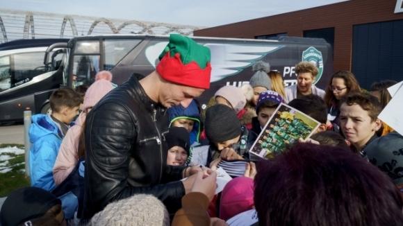 Лудогорец усети любовта на децата на коледно парти (видео)