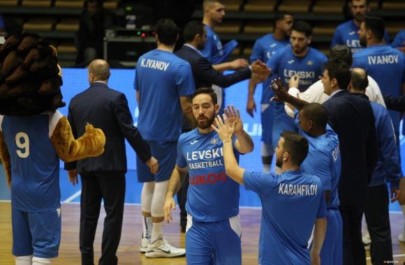 """Шампионът Левски Лукойл продължава с инициативата """"Играй баскетбол, бъди умен"""""""