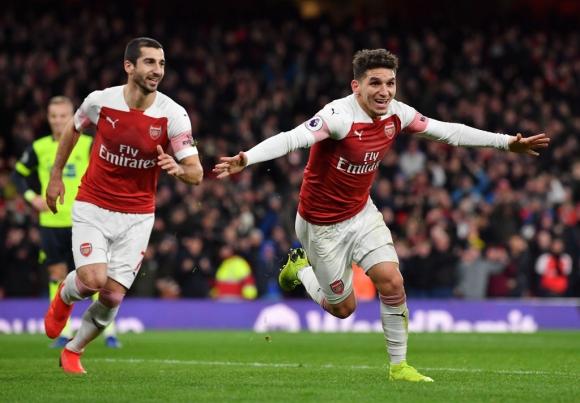 Арсенал удължи невероятната си серия и излезе на трето място (видео)