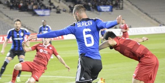 Славчев и Карабах газят 6:0, конкурентът загуби точки