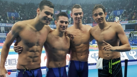 Бразилия със световен рекорд в зрелищен финал на 4 по 200 свободен стил