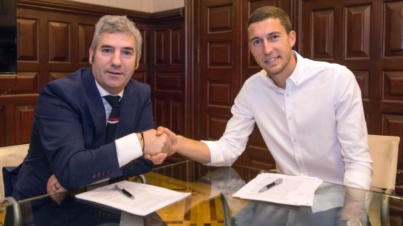 Двама от лидерите на Атлетик Билбао удължиха договорите си