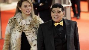Марадона изритан от годеницата