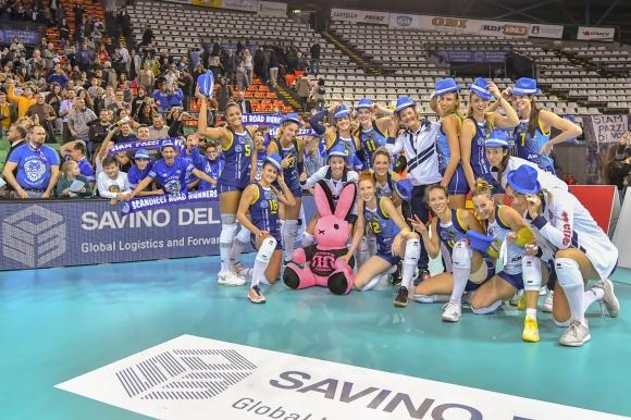 Скандичи и Елица Василева постигнаха първи успех в Шампионската лига