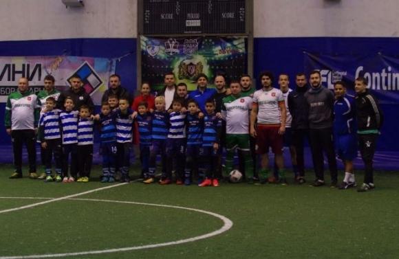 Бивши и настоящи футболисти участваха в благотворителен турнир във Варна