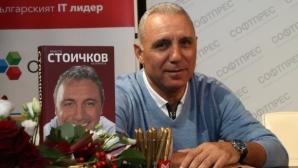 Стотици във Варна чакат четири часа за среща със Стоичков (видео)