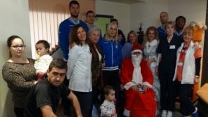 Академик Бултекс и Дядо Коледа посетиха болница в Пловдив