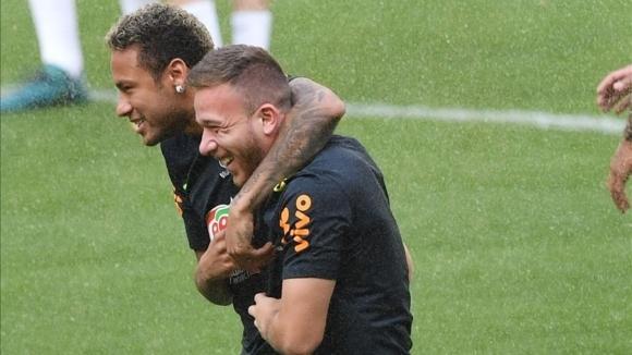 Артур: Моля се Неймар да се върне в Барселона