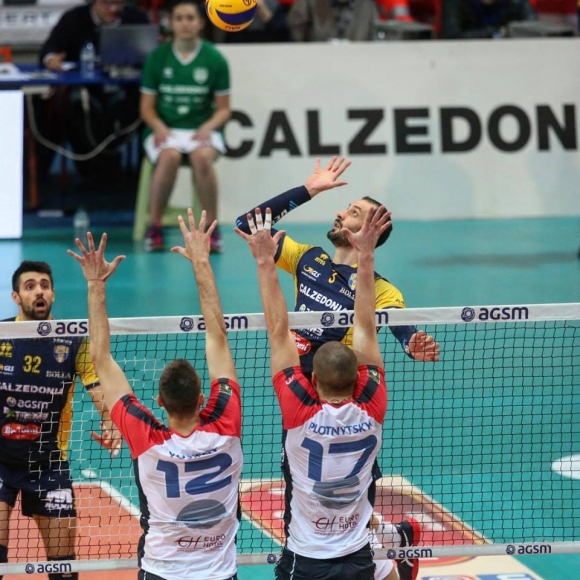 """Матей Казийски спечели """"българското"""" дерби срещу Виктор Йосифов (снимки)"""