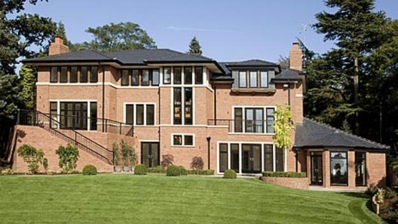 Роналдо продава имот за 3,25 млн. паунда (видео)