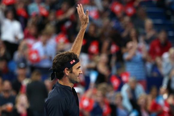 Доста по-труден мач, но Федерер отново не загуби сет (видео)