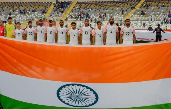Футболистите на Индия даряват глобите си за топки за незрящи състезатели