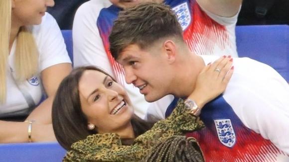 Английски национал заряза жена си
