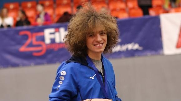 Две победи за Веселин Живков и рекорд на 4 по 200 метра за щафетата на Академик-София