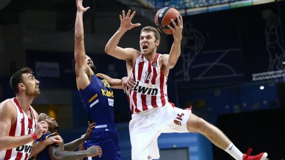 Олимпиакос и Везенков с нова победа в Гърция