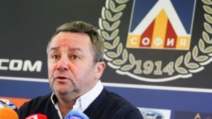 Стоянович: Някои футболисти си правят реклама на гърба на Левски
