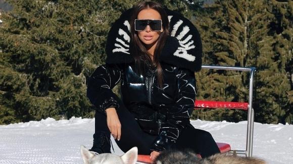 Николета хвърли дрехите в снега (снимка)