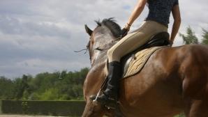 Треньор по езда задържан за изнасилване и блудство с малолетни